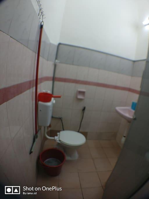 2 toilet