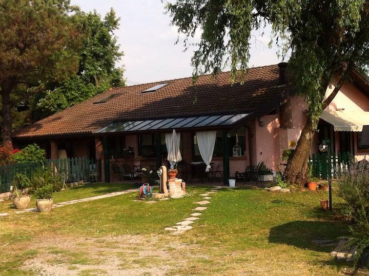 Villa a Cusago, Via Eugenio Montale, 5