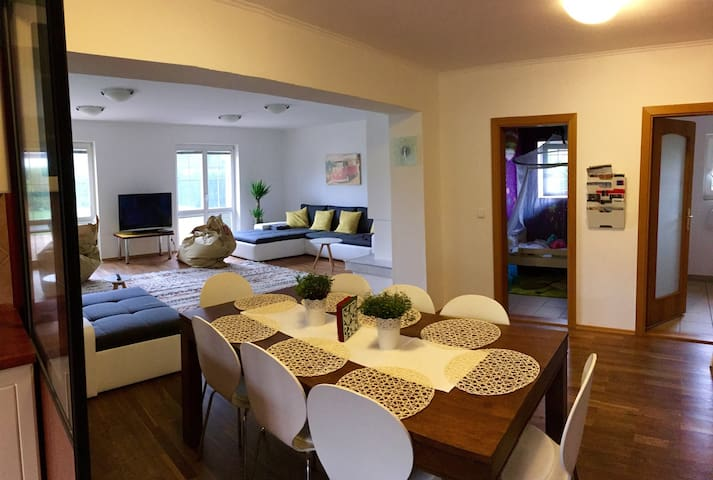Luxury apartment with garden in Prague - Praag - Huis