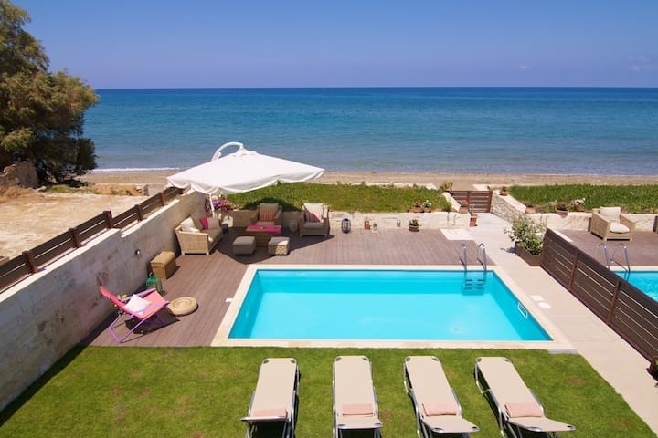 Beachfront Cozy House Espera Inside Rethymno City - Rethimnon - House