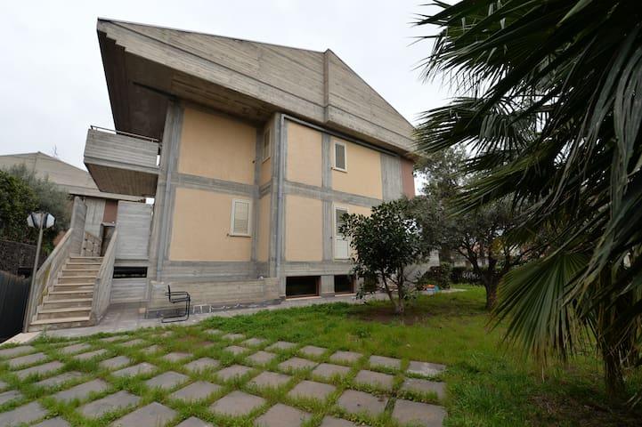 Villa with private garden - San Gregorio  - Villa