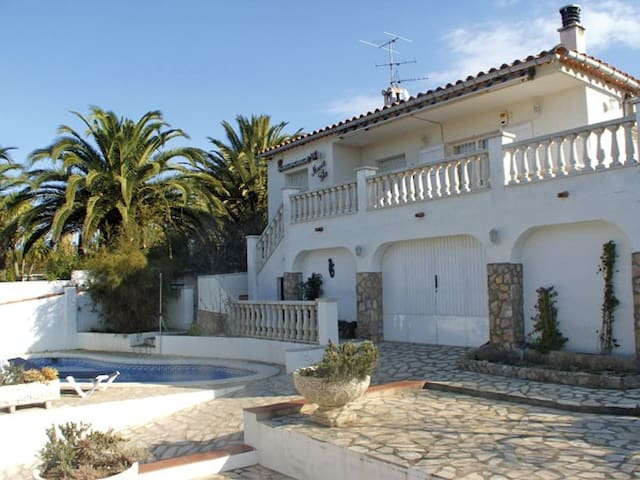 Lovely villa, private pool, near see,8 pers., wifi - L'Escala - Villa