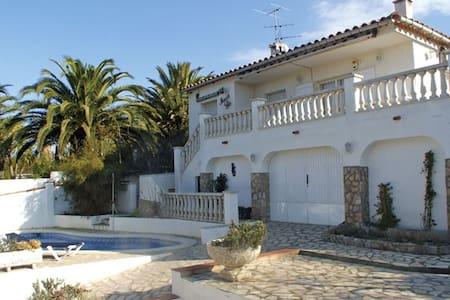 Lovely villa, private pool, near see,8 pers., wifi - レスカラ(L'Escala) - 別荘