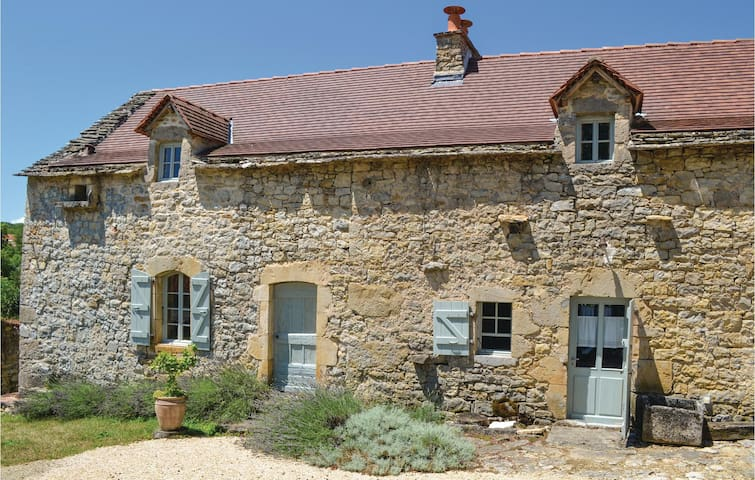 Holiday cottage with 2 bedrooms on 108m² in Toulonjac
