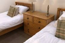 Rooms 1 (twin beds)