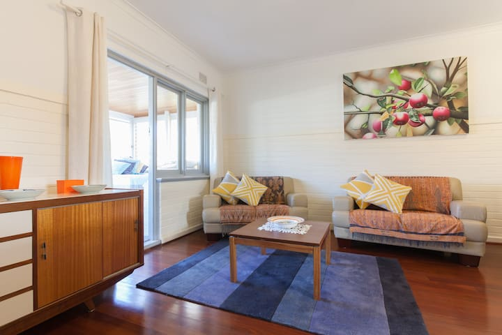 (B7) Close to Cafés, Restaurants, Swan River, UWA!