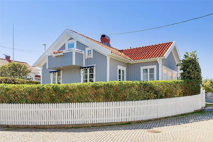 Pittoreskt, havsnära hus i charmiga Hasselösund