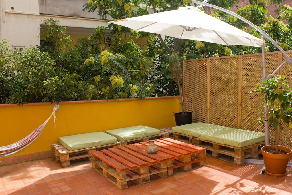 Sunny studio with terrace in gracia apartamentos en for 73 studios inverness terrace