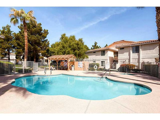 PRIVACY 4 U..BR w/kitchenette, Bth, Pool, HT, W/D - Las Vegas - Pis
