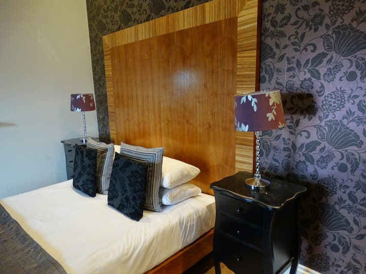 3 Guest Ensuite Room - Free Breakfast & WiFi