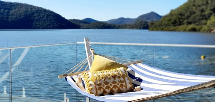 """THE VILLA BOATHOUSE"" Waterfront HAWKESBURY RIVER"