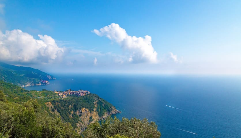 panorama di Corniglia dal sentiero per Vernazza