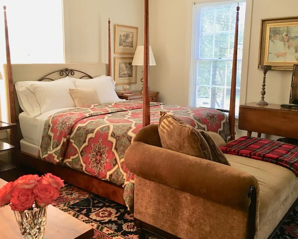 Queen four poster bed.