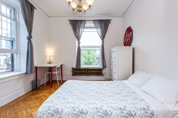 Nice room in downtown - Montreal