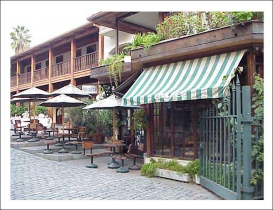 Plaza Mulato Gil (100 mts)