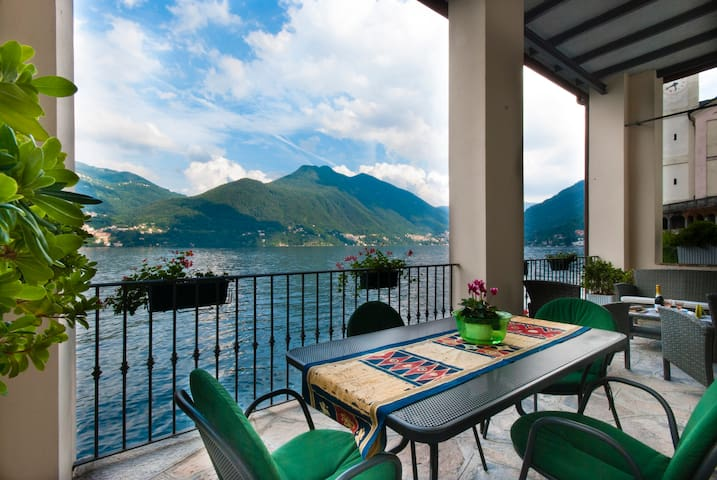 Great Terrace directly on Lake Como - Brienno - Flat