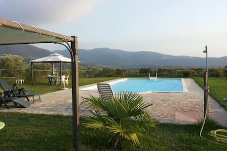 Casale Ferronio - La vite Apt - Ponticelli - Villa