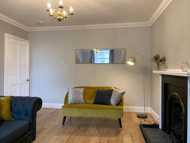 Modern fresh two bed apartment, in the city centre