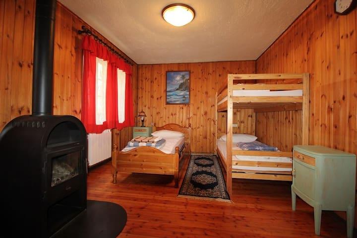 Seconda camera da letto con letto a castello e un letto singolo