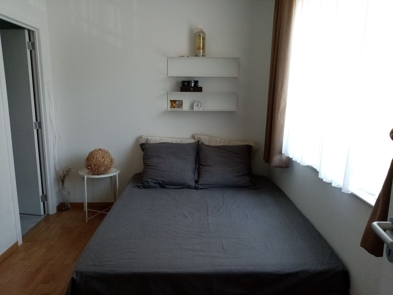 spacious private room with queen size bed