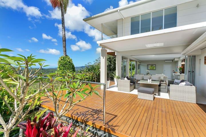 SUNDREAM - 4BD luxury house w views