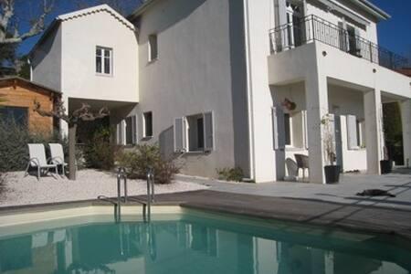 maison avec vue,piscine, 6 à  9 pers - Fayence - Rumah