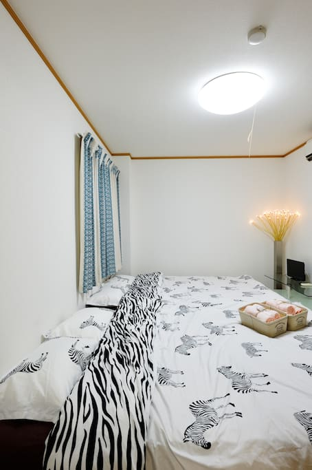 Two double beds (Main bedroom )Width 140cm × length 200cm × height 35cm