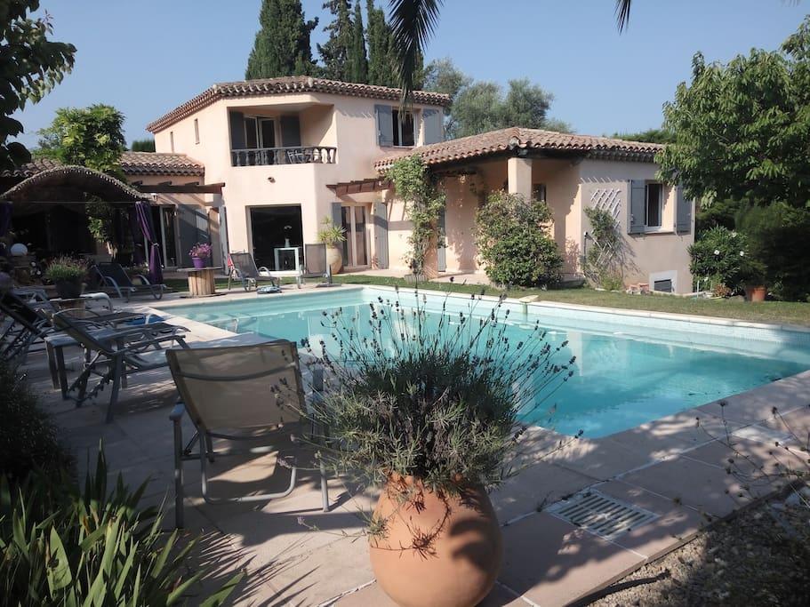 Agr able chambre dans villa avec piscine maisons louer for Piscine 2 alpes