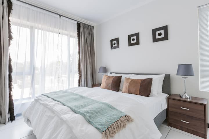 Gorgeous 1 bedroom Apartment in Lonehill