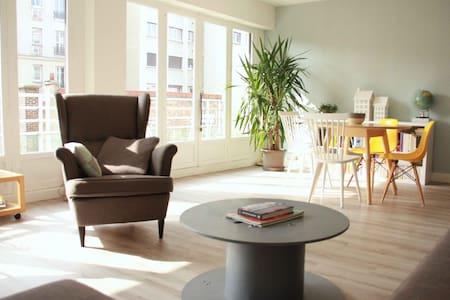 Grand appartement très lumineux - Pariisi - Huoneisto