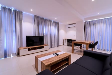STYLISH 2 BED WITH LOVELY OCEAN VIEW IN PRIME OSU