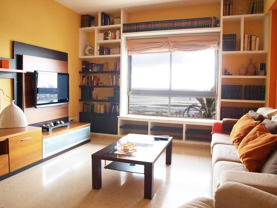 Amplio salón con vistas al mar. Wide living room sea views
