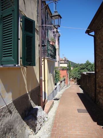 Caratteristica casa in antico borgo - Montemarcello - Huis