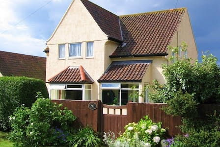 Hollyhock House Bed & Breakfast - West Runton