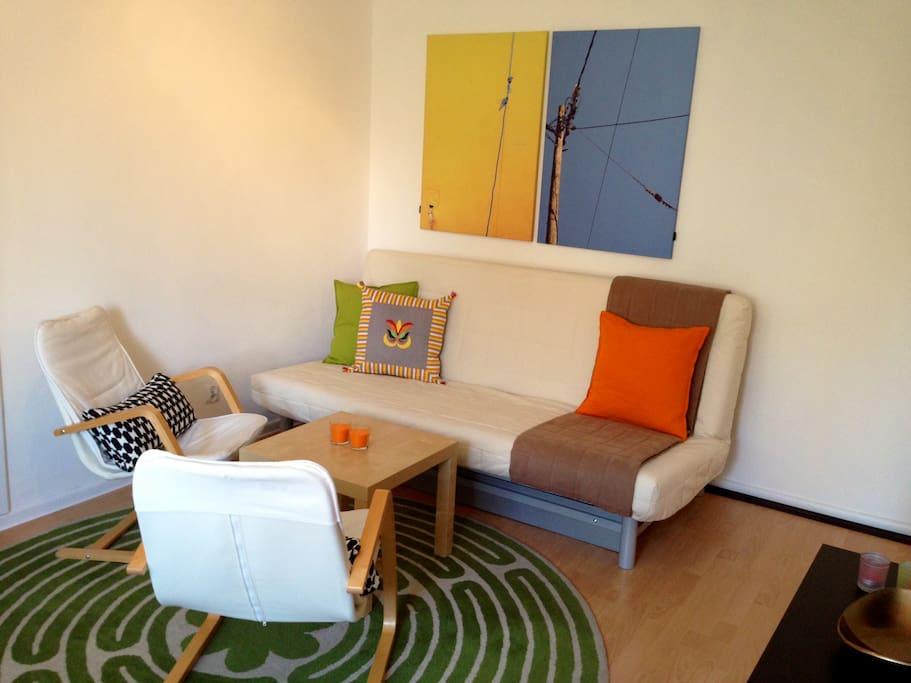 Salon - strefa relaksu (rozkładane łóżko) / Living room - relaxation area (pull-out bed)