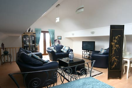 Superb Loft Apartment, Llanrhidian, Gower - Llanrhidian - Lejlighed