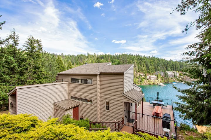 New listing! Lovely lakefront home w/ spacious deck and private dock