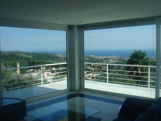 fabulous sea view 15 km Barcelona - El Mas Coll - House