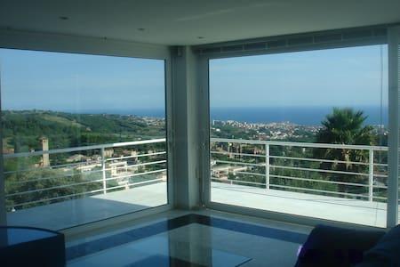 fabulous sea view 11 km Barcelona - El Mas Coll - Rumah