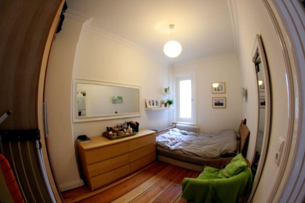 Schlafzimmer, ruhig nach hinten gelegen