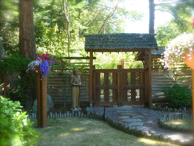 Whispering Bamboo B&B - Coupeville - Bed & Breakfast