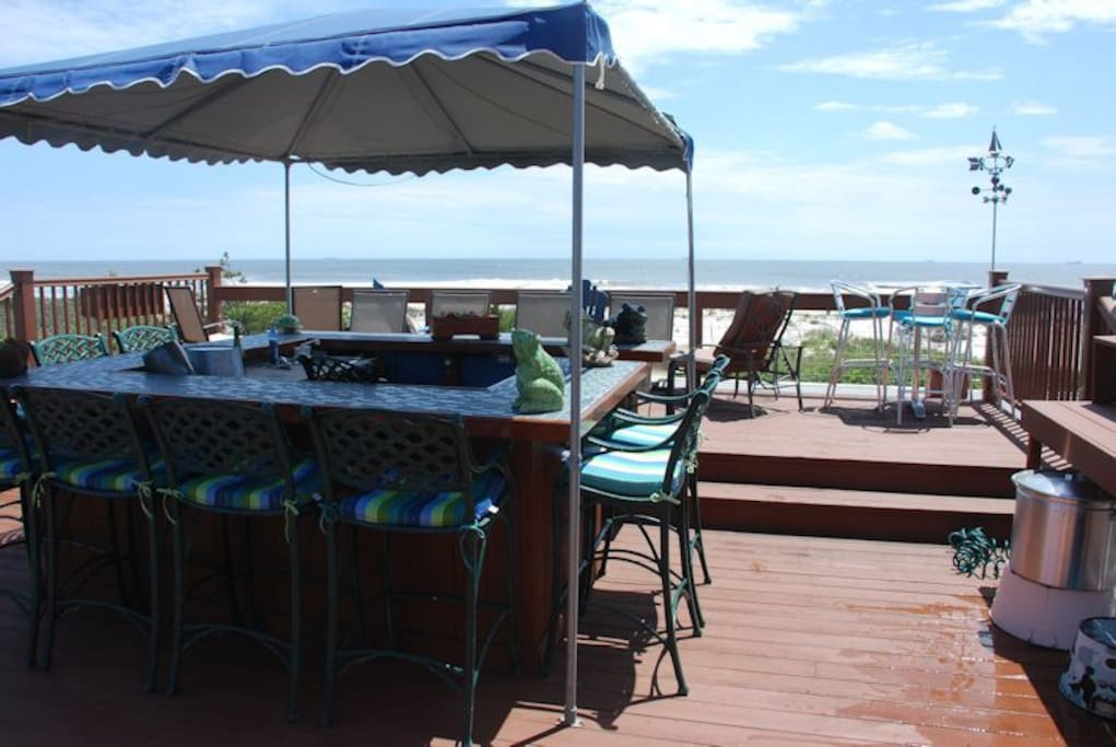 ROOF DECK AND BAR