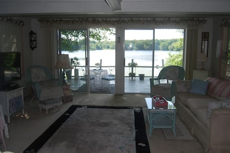 Boston Area Lakefront Cottage - Billerica - House