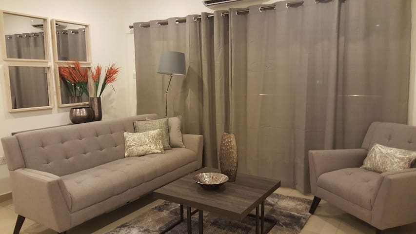Clifton Gallery AK, 2 Bedroom Apt by Brown's Abode