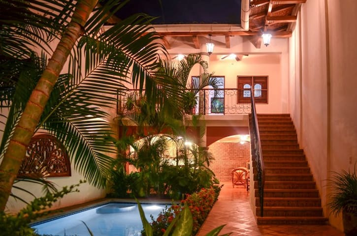 Gorgeous home near all attractions - Granada - House