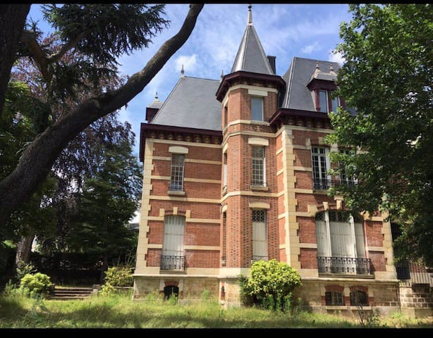 King's Manor - Private Bedroom in Versailles 2