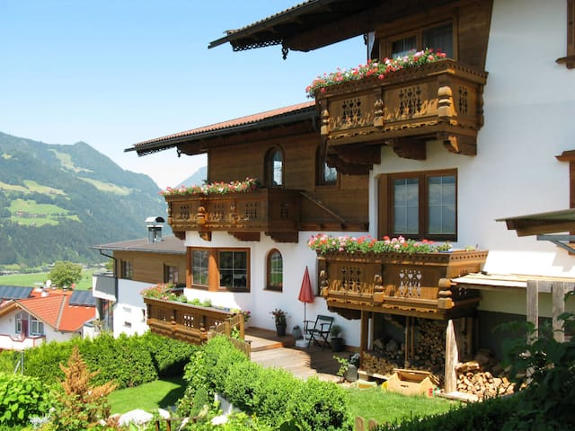 Cozy holiday apartment in a family house with beautiful views of Hochfügen