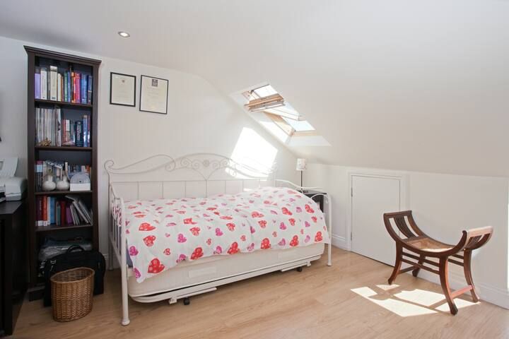 Smart Kingsize Loft ensuite Bedroom - Londres - Bed & Breakfast