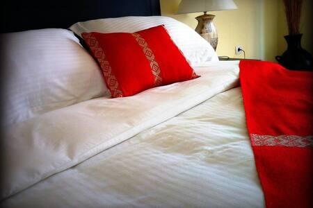 Jazly Bed & Breakfast--Toby's Room - Bed & Breakfast