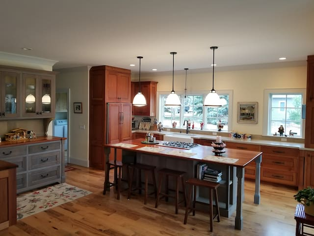 Beautiful New Home In Leland And Close To Water